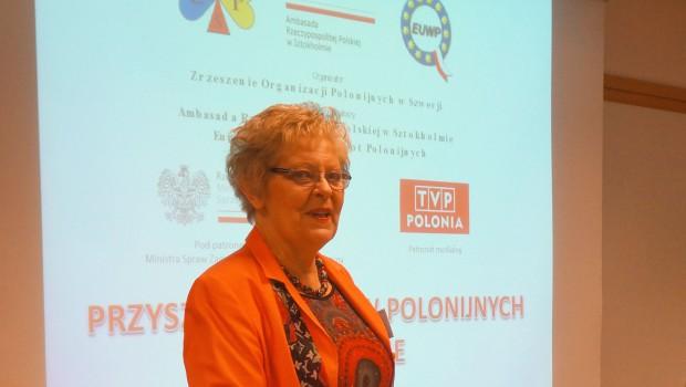 Huvudbild Teresa Sygnarek otwiera konf. MEdia Polonijne